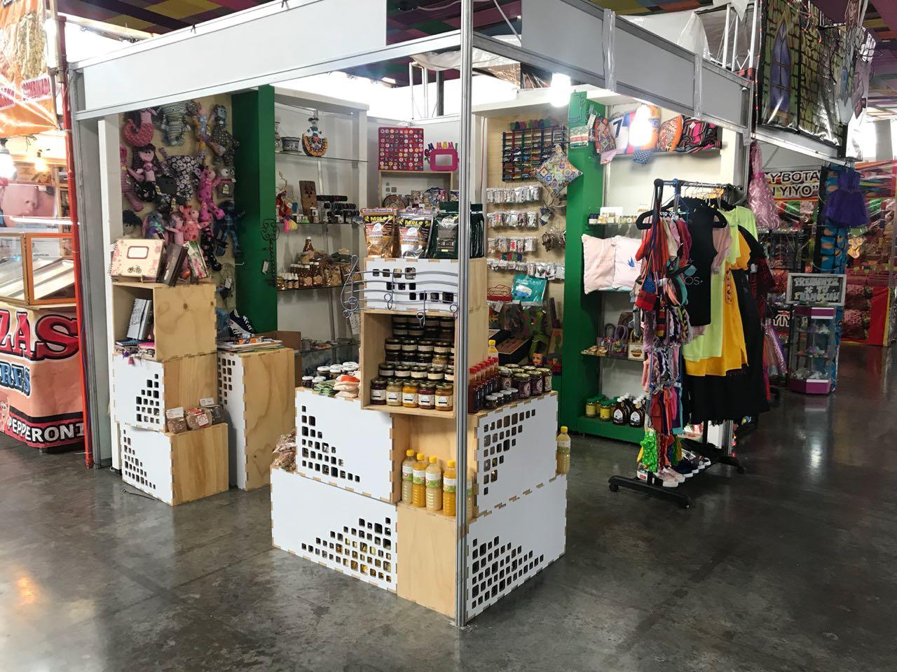 Emprendedores de Yo Compro Poblano, en la Feria de Puebla