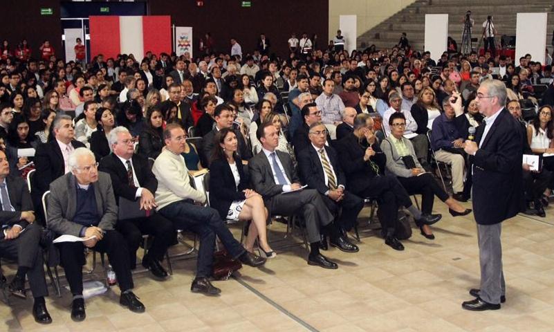 Asiste Banck a foro de la Ibero sobre pobreza y desigualdad en México