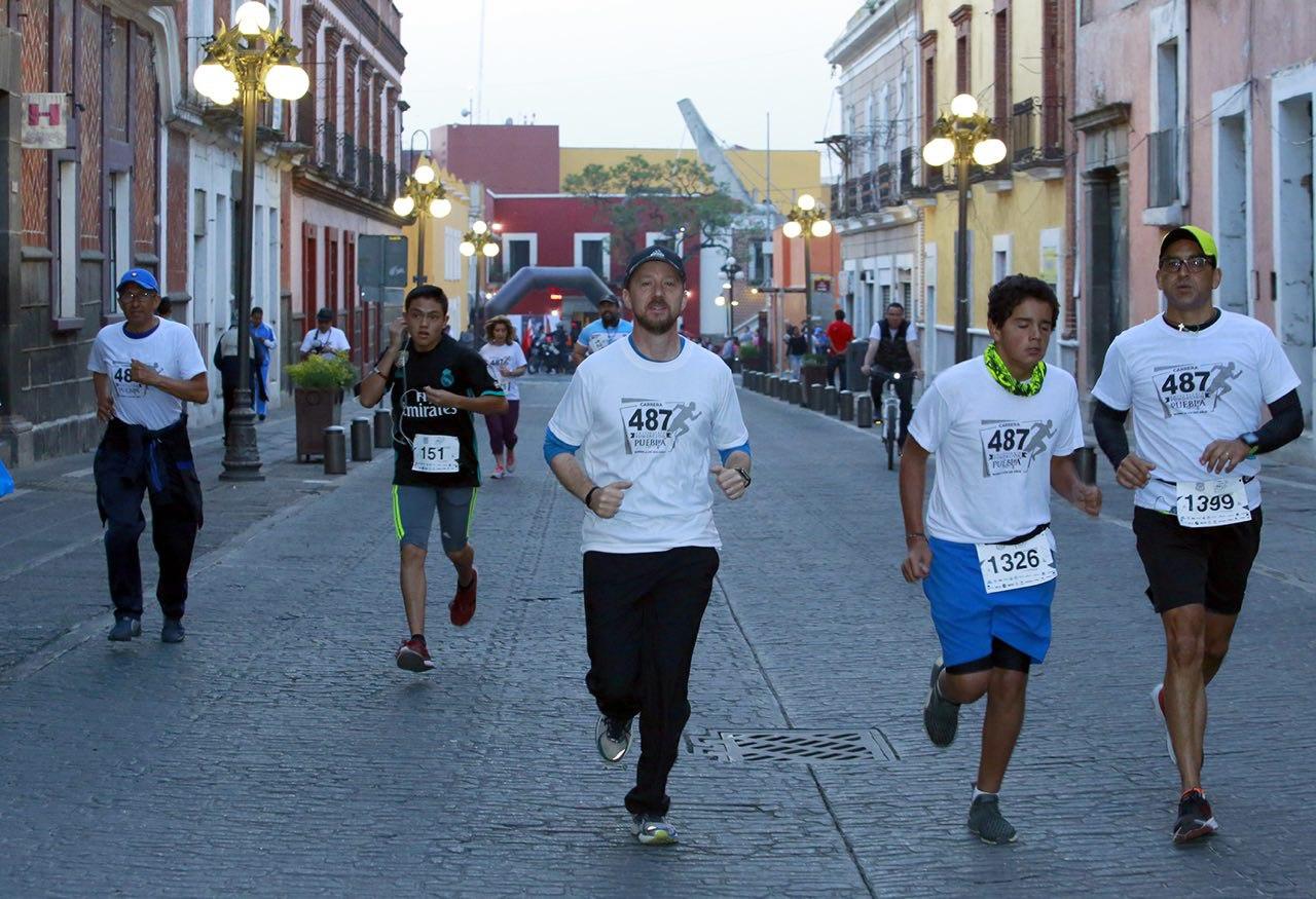 Participan familias en carrera Camina- Corre-Trota Puebla 487