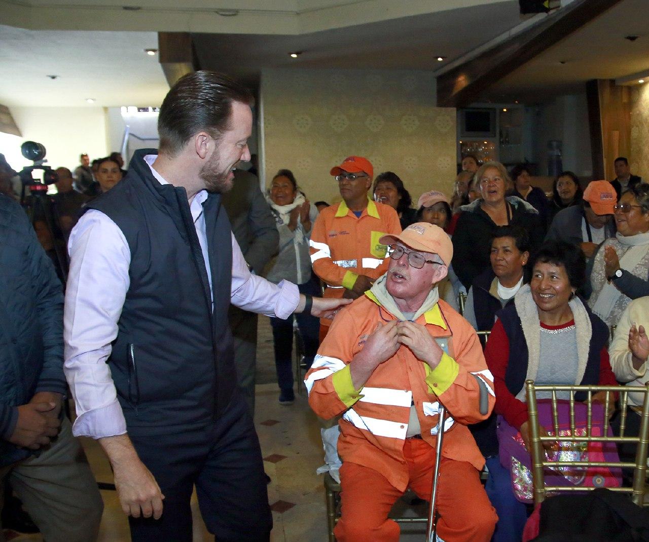 Banck y trabajadores de Limpia  trabajan a favor de la capital
