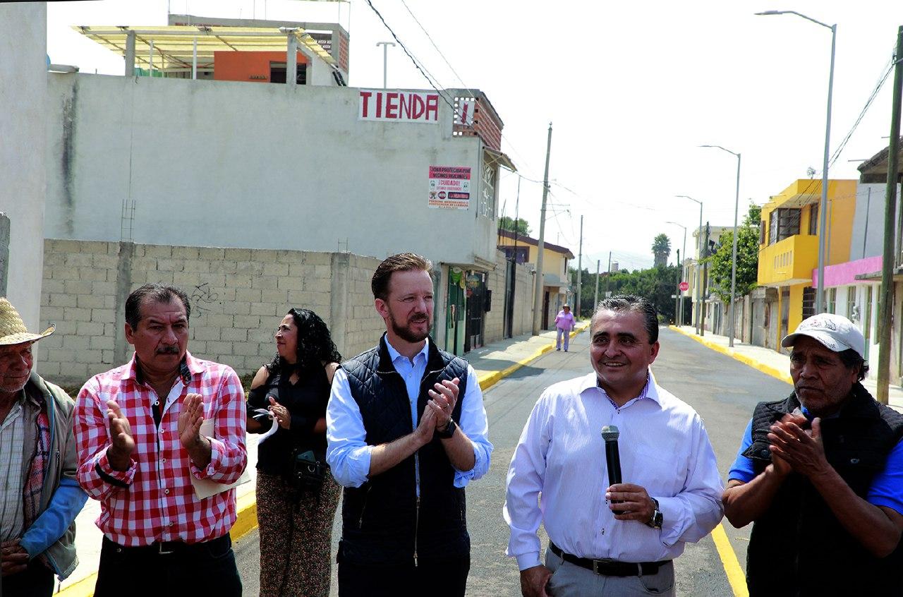 Luis Banck y vecinos de Jardines de Amalucan supervisan vialidad