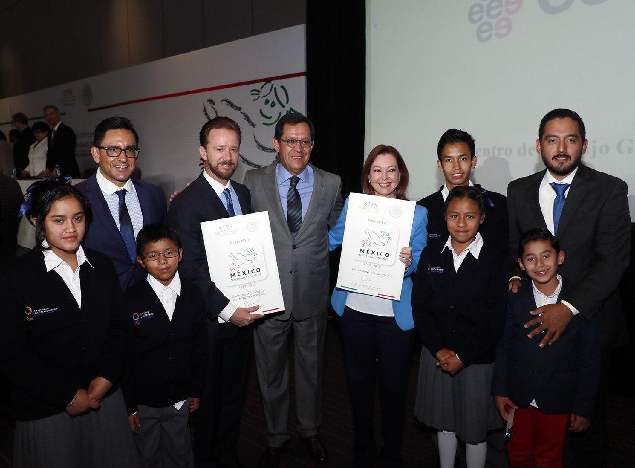 Distintivos México Sin Trabajo Infantil al ayuntamiento de Puebla