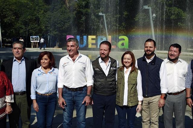 Gali y Banck entregan a poblanos el Parque Juárez rehabilitado