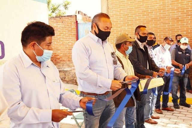 Guillermo Velázquez inaugura adoquinamiento en colonia de Atlixco