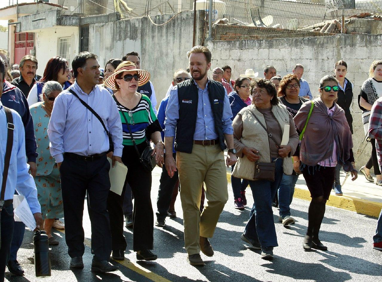 Banck entrega en Romero Vargas una nueva vialidad pavimentada