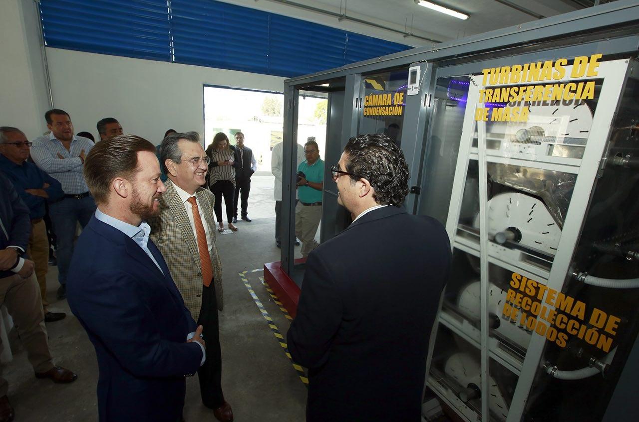 Muestra Banck funcionamiento del CISA a subsecretario de Semarnat