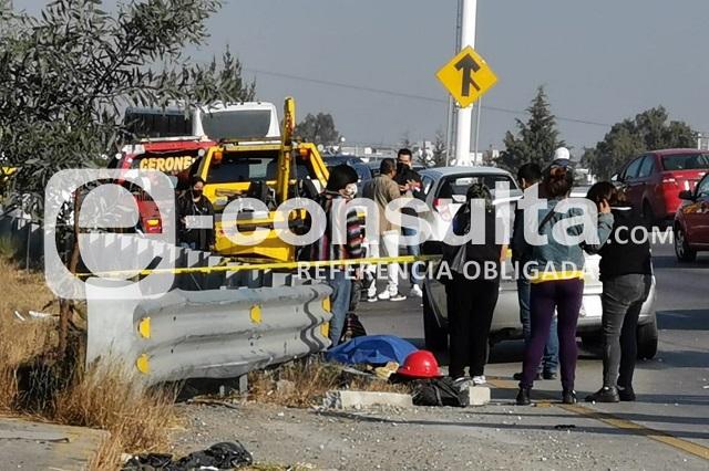 Chocan en Periférico a pareja de motociclistas: muere una mujer