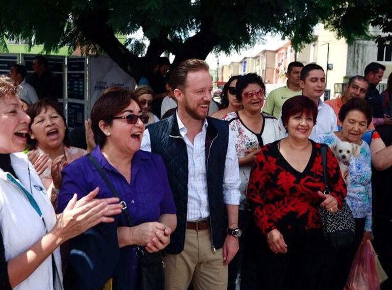 Anuncia Luis Banck seguro contra baches en vialidades de Puebla