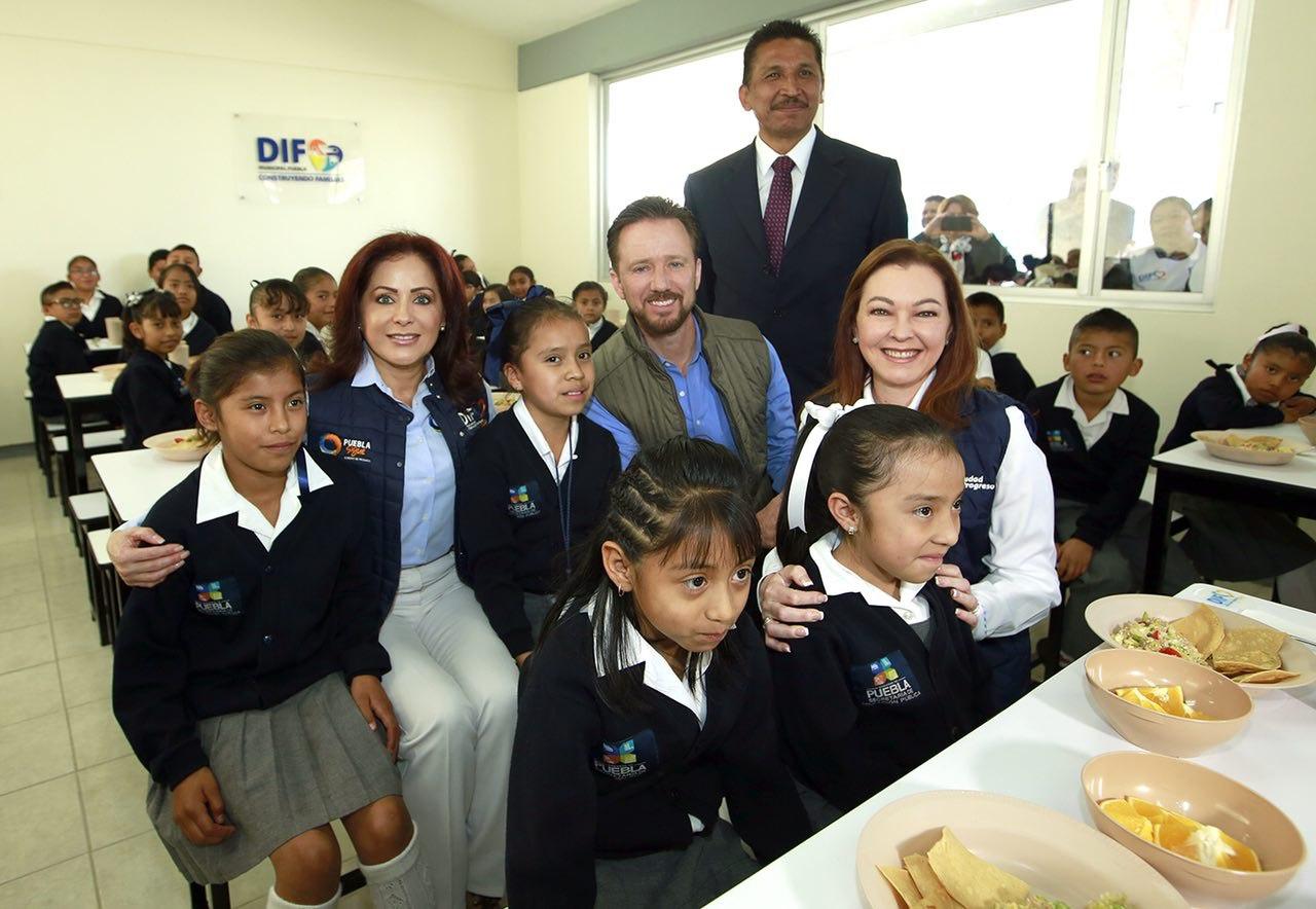 SEDIF y ayuntamiento de Puebla  entregan desayunador a primaria