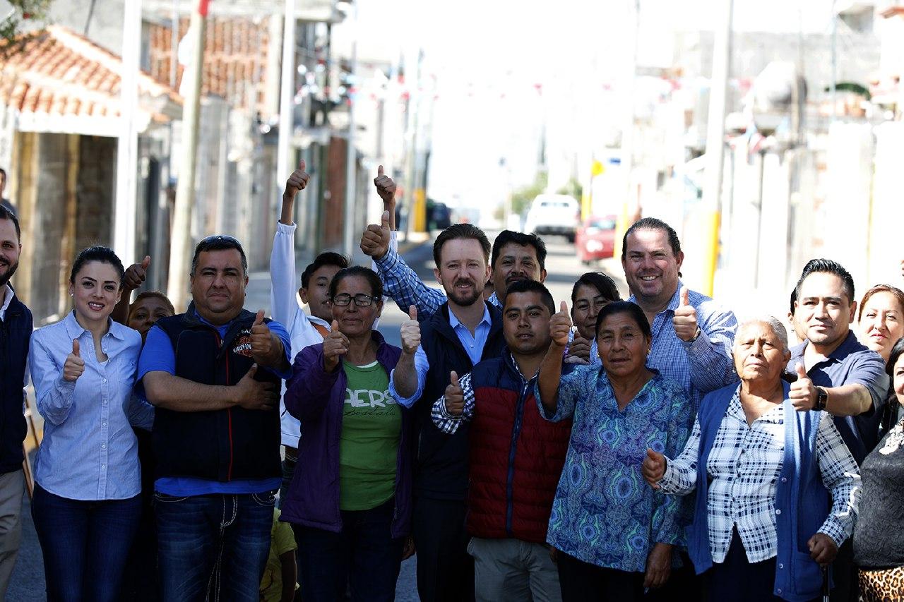 Luis Banck y vecinos supervisan vialidades en San Jerónimo Caleras
