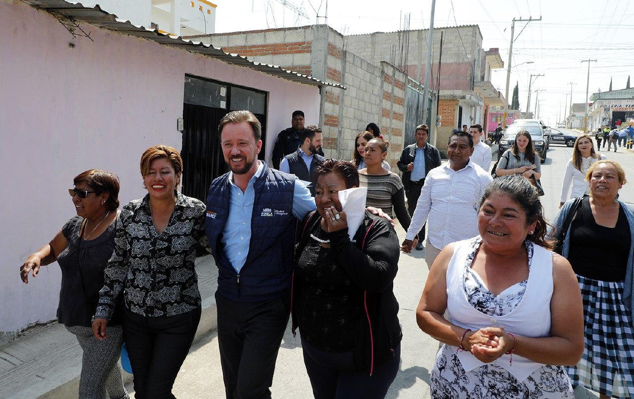 Entrega alcalde Luis Banck calles  pavimentadas en Xochimehuacan