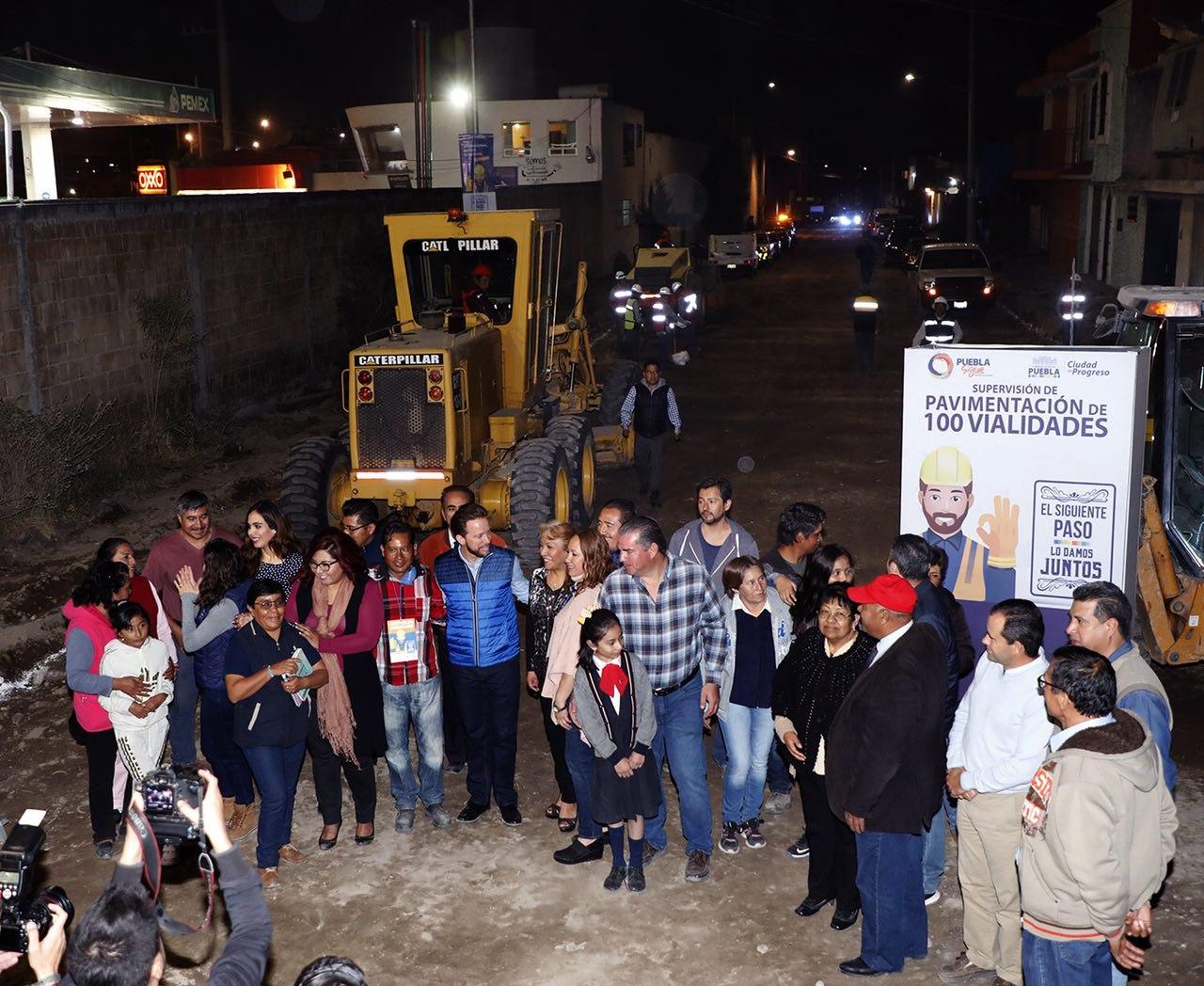 Banck y vecinos supervisan la pavimentación de calle Del Fresno