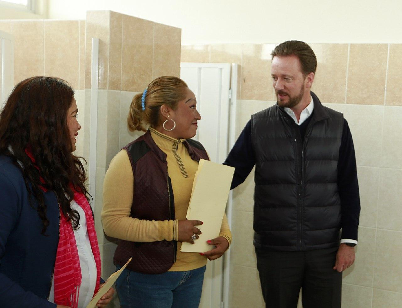 Rehabilitación integral de sanitarios en escuelas de Totimehuacan