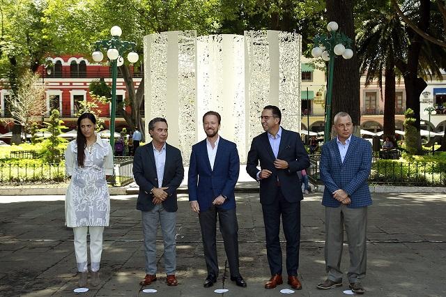 Inaugura Banck exposición del artista Carlos Luna en el zócalo