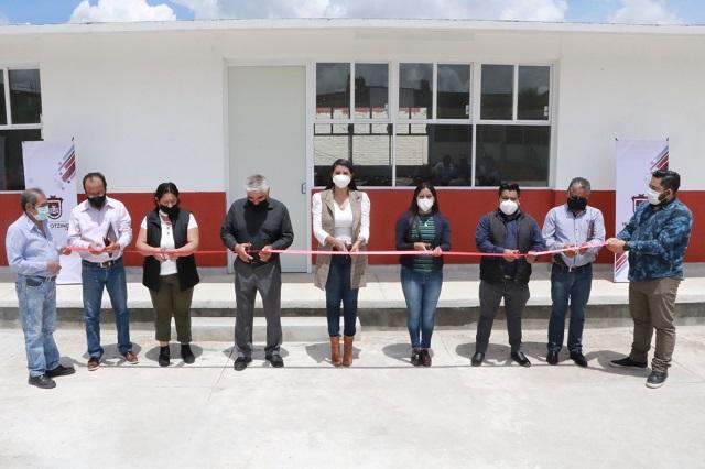 Entrega alcaldesa aulas equipadas en secundaria de Huejotzingo