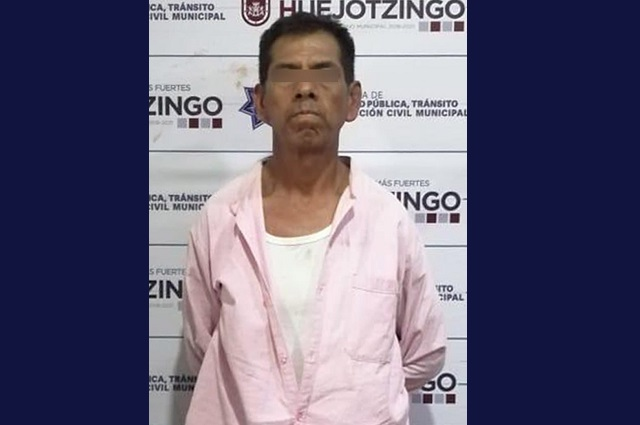Policías de Huejotzingo detienen a hombre que iba armado