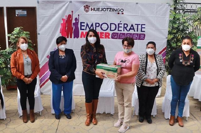 "En Huejotzingo entregan leche del programa  ""Empodérate mujer"""