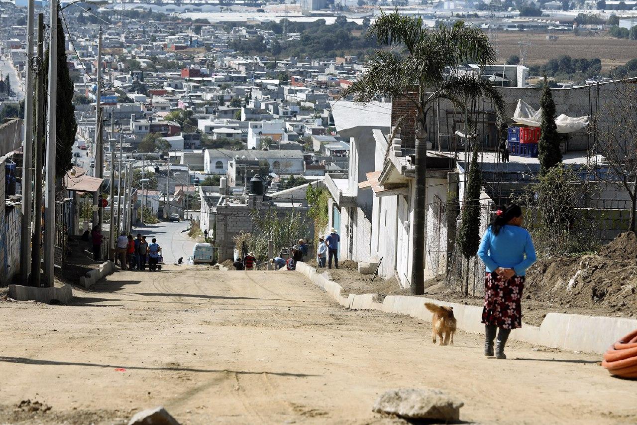 Inicia Banck pavimentación de calle en Cerro del Marqués