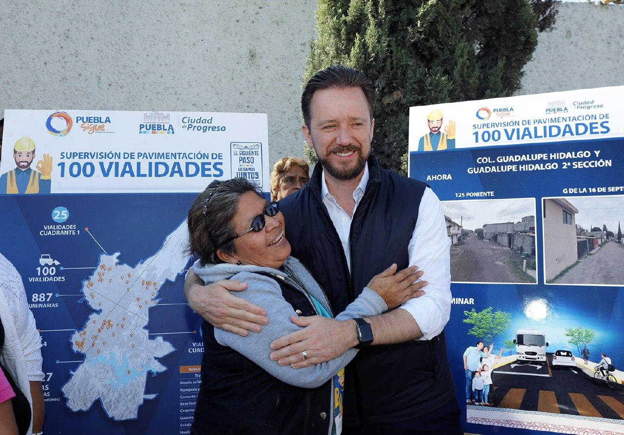 Banck constata pavimentación de vialidades en Totimehuacán