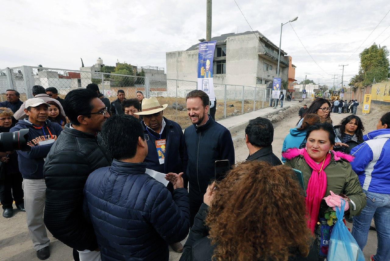 Pavimentan en Hueyotlipan la vialidad Nicolás Bravo Oriente