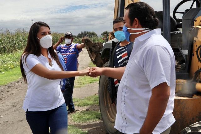 Pone en marcha Angélica Alvarado construcción de canchas deportivas