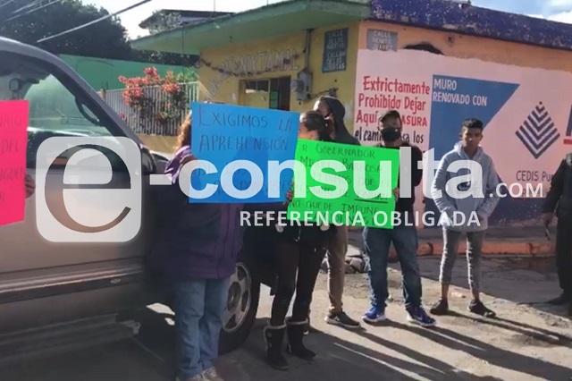 Exigen justicia por asesinato y cierran calles en Xochimehuacán