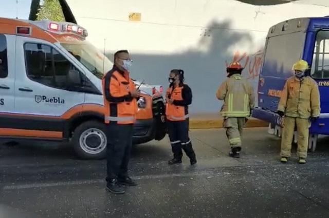 Camión de los Morados provoca carambola en Calzada Zaragoza