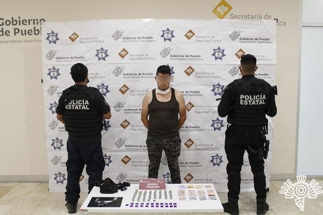 Detienen a sujeto que ofrecía drogas y armas por internet
