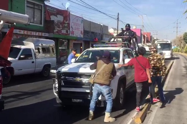 Estalla bronca entre tianguistas de Los Lavaderos y policías