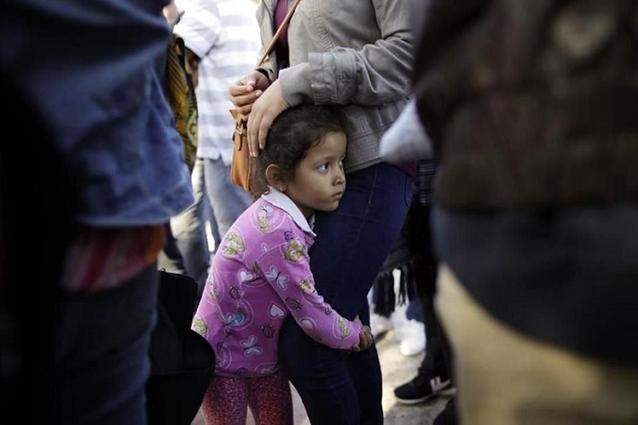 Avala Corte de EU expulsar a niños migrantes que viajen sin sus padres
