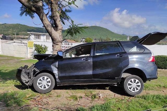 Chocan contra árbol en Atlixco; 1 muerto y heridos