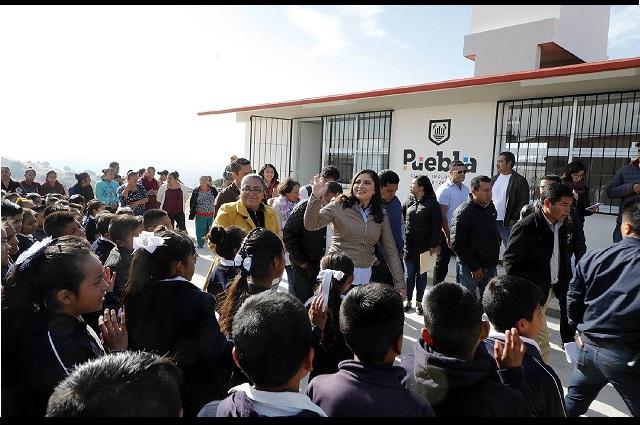 Entrega Claudia Rivera obras en San Baltazar Tetela