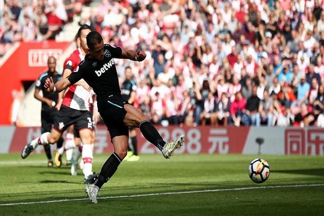 Chicharito marca su primer gol y segundo con el West Ham