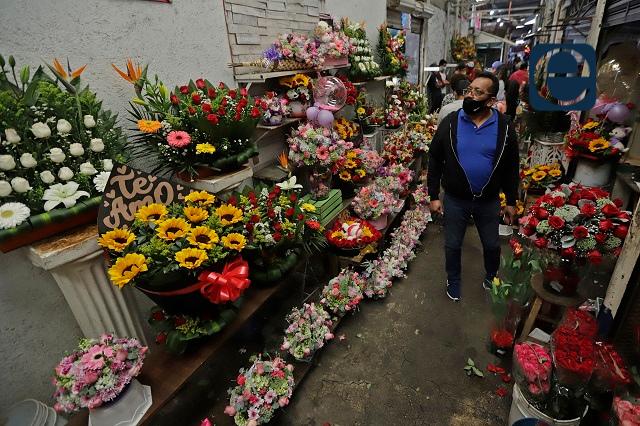 Destaca Puebla en producción de flores para fiestas del 10 M