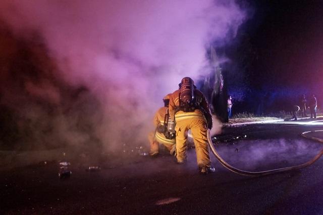 Tráiler se incendia en la México-Puebla cerca de Xoxtla
