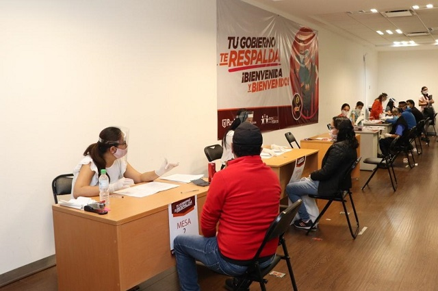 En Puebla capital entregan apoyos a personas vulnerables