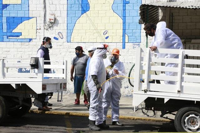 Gobierno municipal y locatarios sanitizan mercado La Acocota