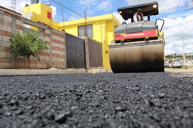 Pavimentan calles en 3 juntas auxiliares de Puebla