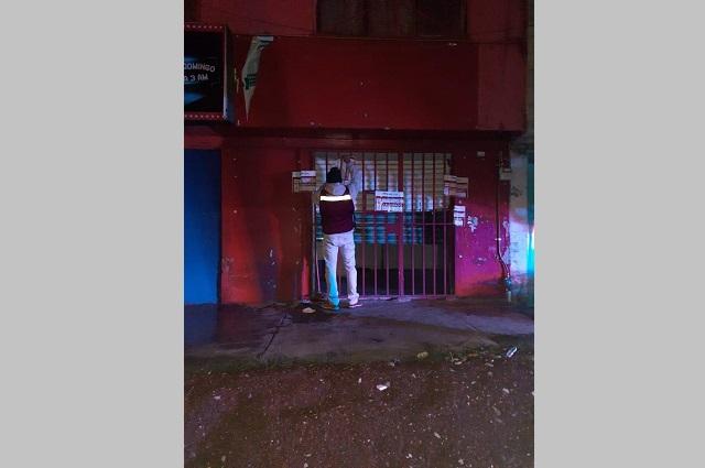 Clausuran negocios por consumo y venta de alcohol en Puebla capital