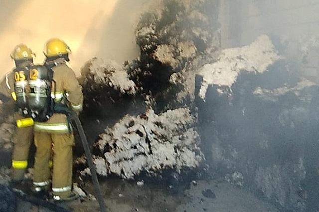 Se incendia bodega de algodón en el sur de Puebla
