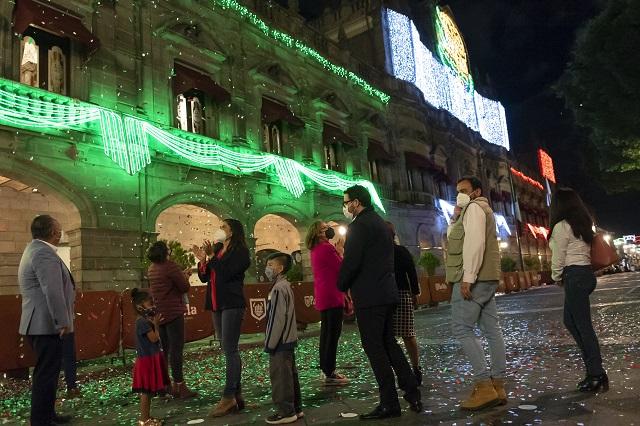 Colocan en Puebla capital iluminación por las fiestas patrias