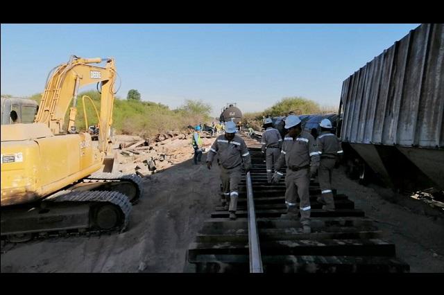 Se descarrila tren con materiales explosivos en Tlacotepec