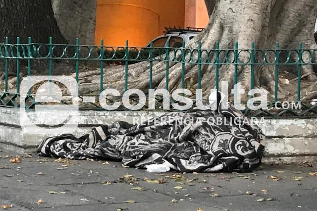 Muere indigente frente a iglesia de La Villita en Puebla