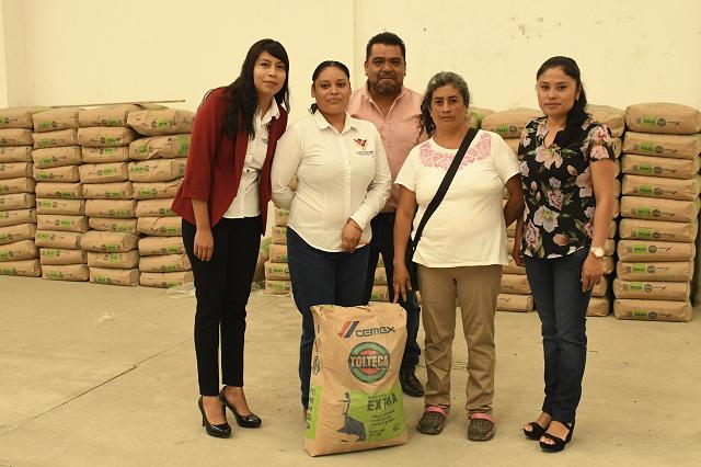 Entrega Lupita Daniel apoyos a familias de escasos recursos
