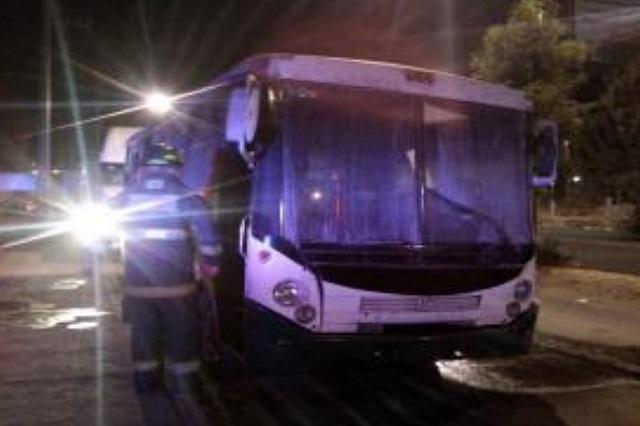 Bomberos sofocaron incendio de autobús en carretera Puebla- Tlaxcala