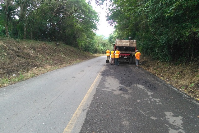 Repara SI carreteras en Puebla, Tecamachalco, Zacapoaxtla y Xochiapulco