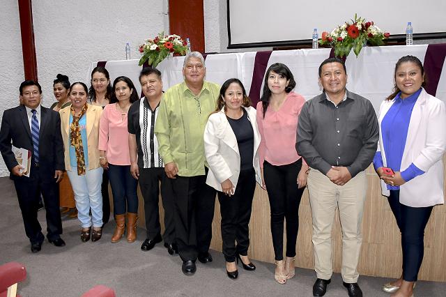 Alcaldesa de Cuautlancingo toma protesta a Consejo Municipal de Educación