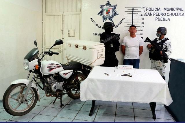 Detienen en San Pedro Cholula a presunto asaltante de tiendas Oxxo
