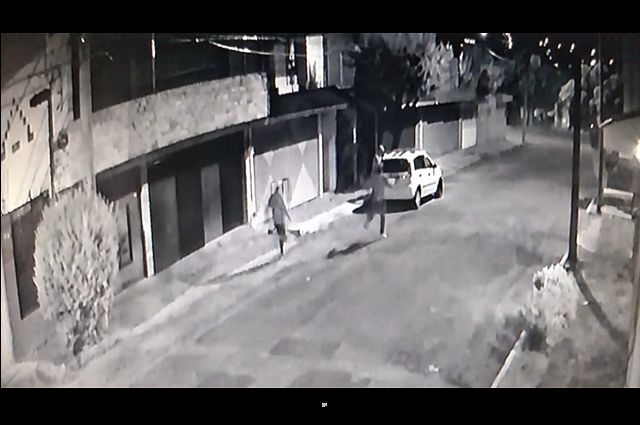 En video captan asalto a pareja en la colonia La Joya