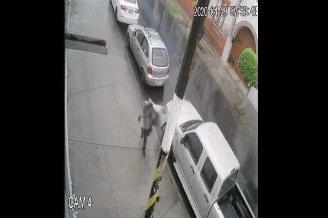 Cámaras de vigilancia graban robo de autopartes en Puebla